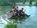 Radeau en auto-construction sur l'eau